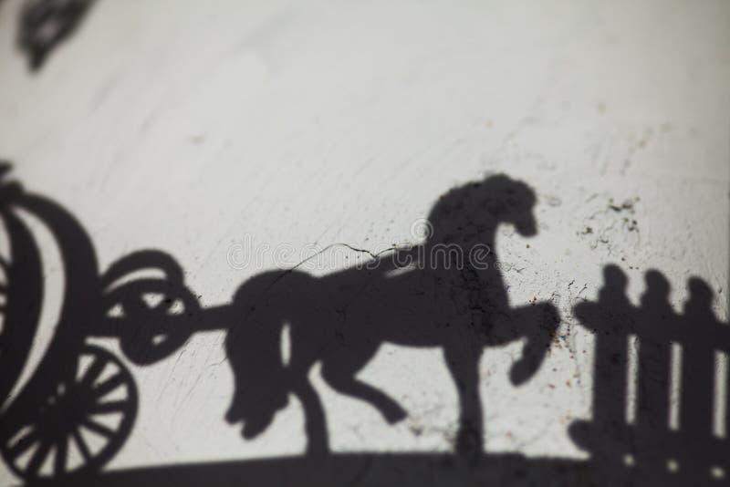 Ombre d'un chariot de cheval photo stock
