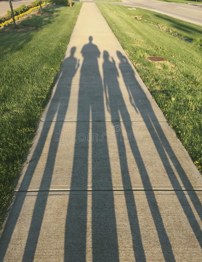 Ombre de promenade de famille images libres de droits