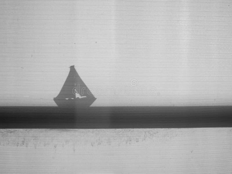 Ombre de silhouette de jouet de voilier photo stock