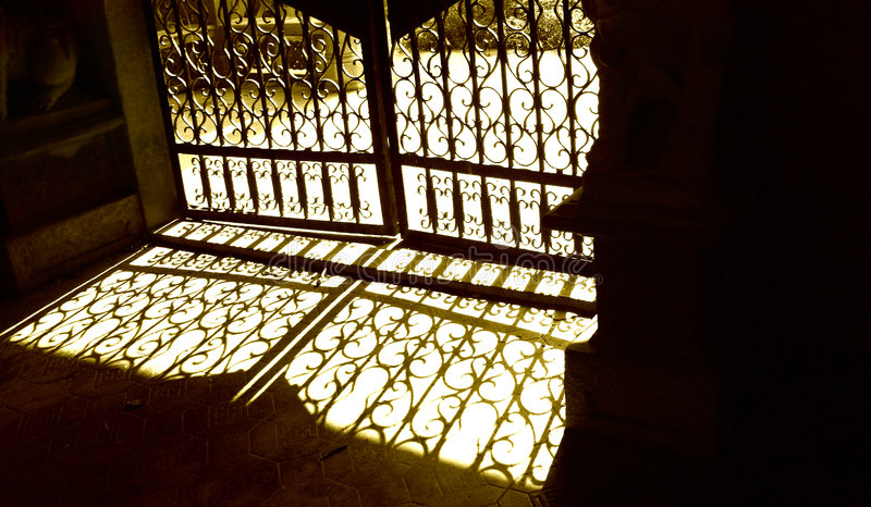 Ombre del cancello del anatique fotografie stock