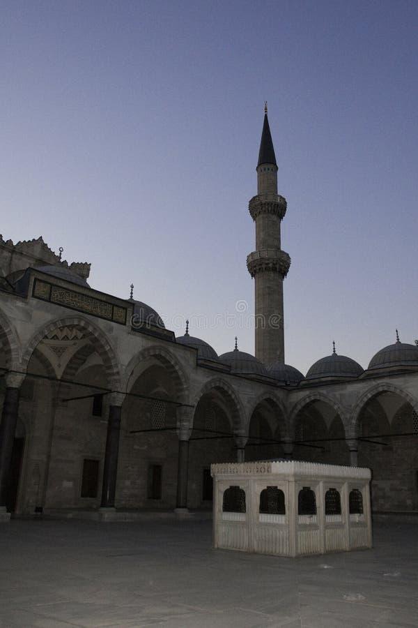 Ombre di un minareto a Costantinopoli fotografia stock libera da diritti