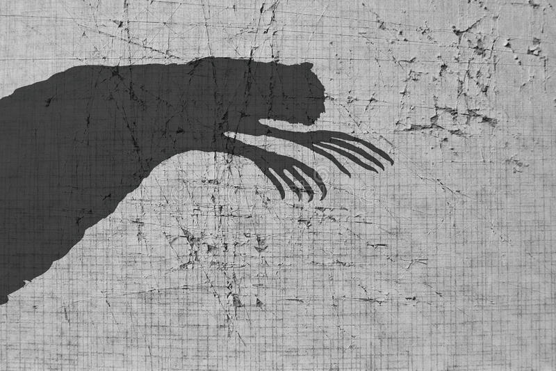 Ombre effrayante sur le mur images libres de droits