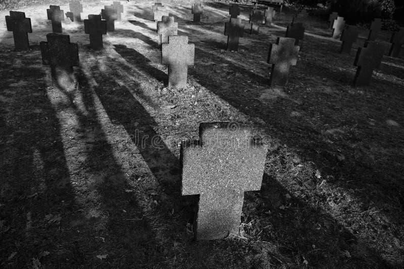 Ombre militari tedesche del cimitero fotografia stock libera da diritti