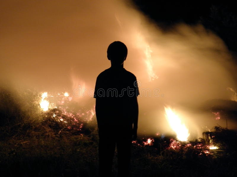 Ombre sur le feu images stock