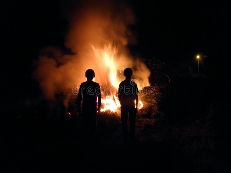Ombre sur le feu photographie stock libre de droits