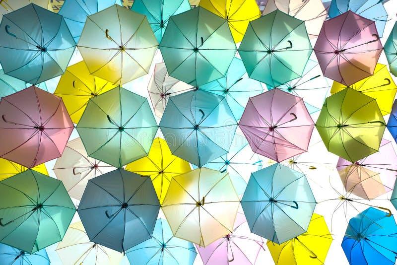 Ombrelli di galleggiamento fotografia stock
