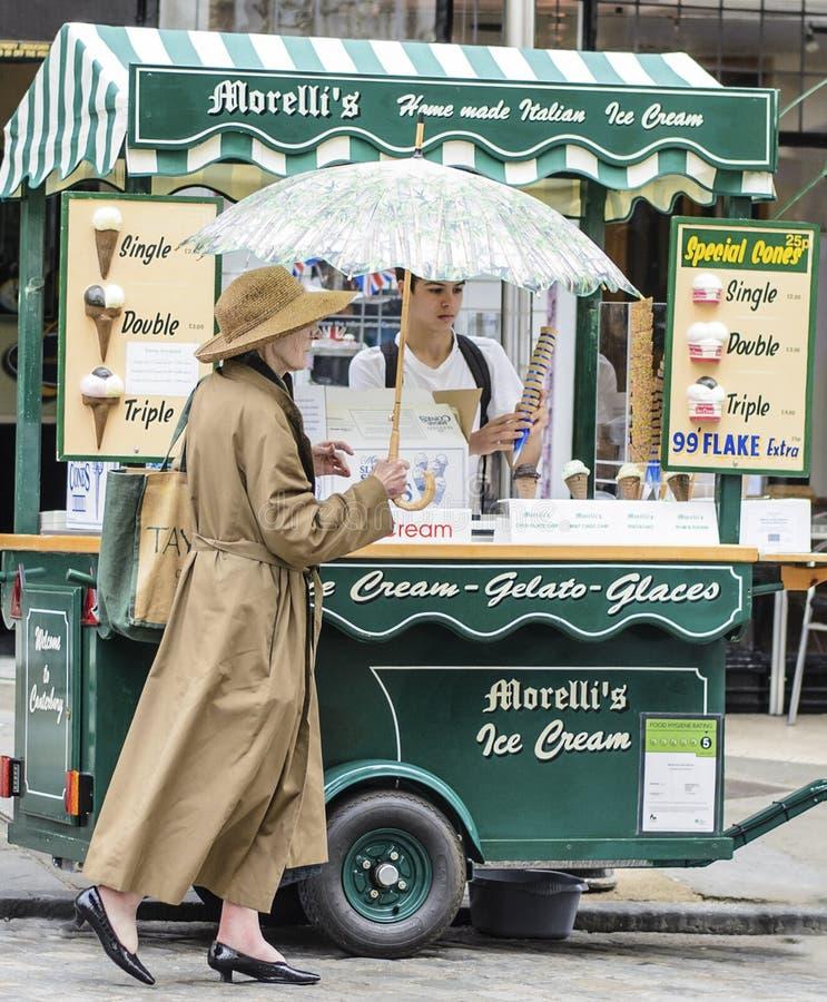 Ombrelli e gelato immagini stock libere da diritti