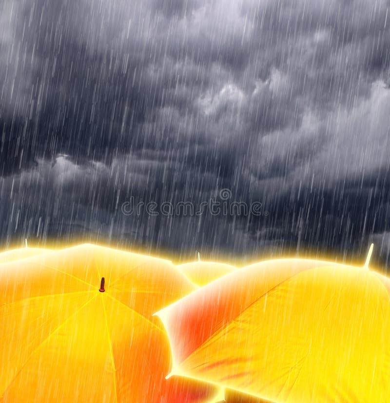 Ombrelli in nubi di tempesta piovose fotografia stock libera da diritti