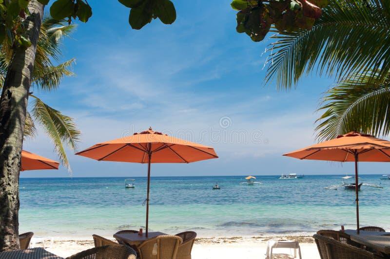 Ombrelli sulla spiaggia fotografia stock libera da diritti