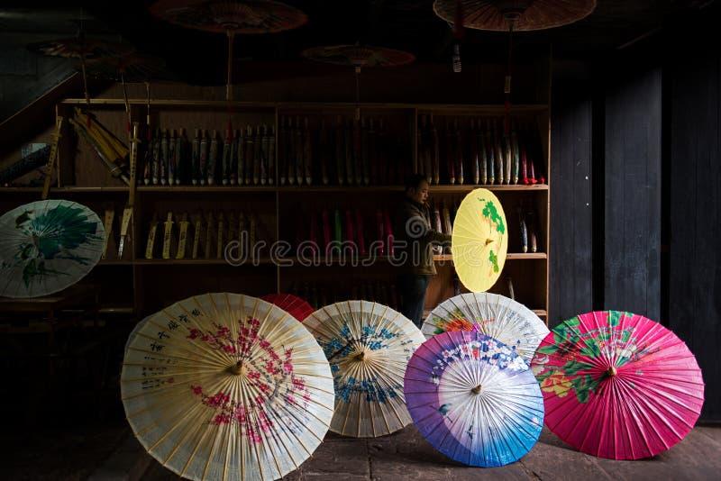 Ombrello di carta lubrificato colore del cinese tradizionale immagine stock