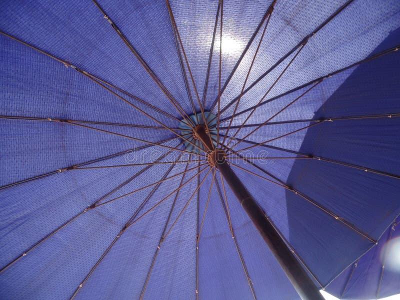 Ombrello di Sun porpora fotografia stock