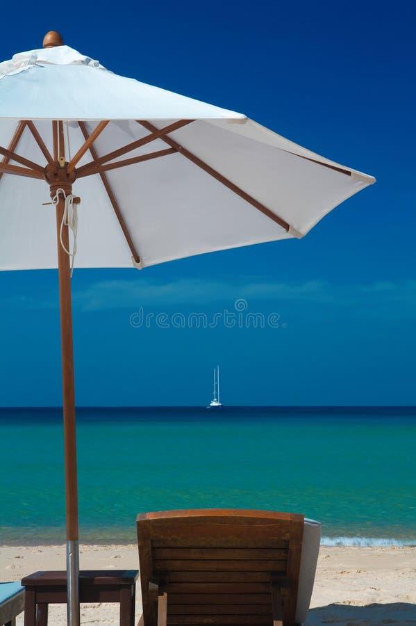 ombrello e presidenza fotografia stock libera da diritti