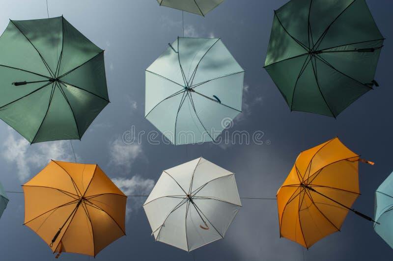 Ombrello iridescente 2 di colori fotografie stock libere da diritti