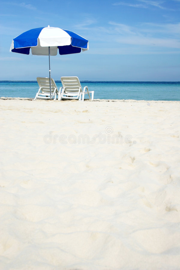 Ombrello sulla spiaggia fotografie stock