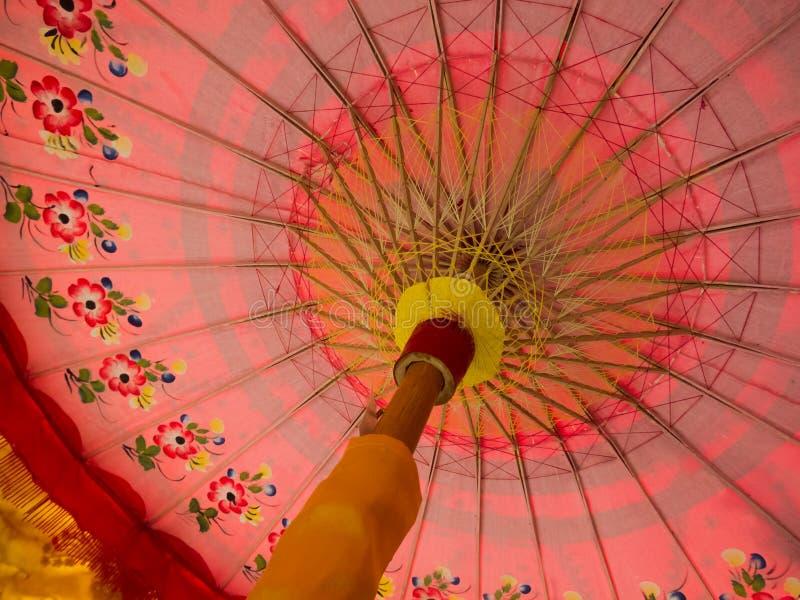 Ombrello tradizionale di rosa di Bali e di Minangkabau immagini stock
