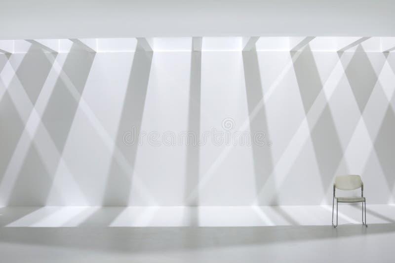 Ombres blanches de mur et de rayure photos libres de droits