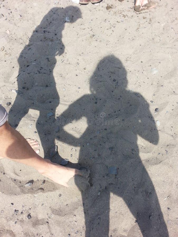 Ombres sur une plage image libre de droits