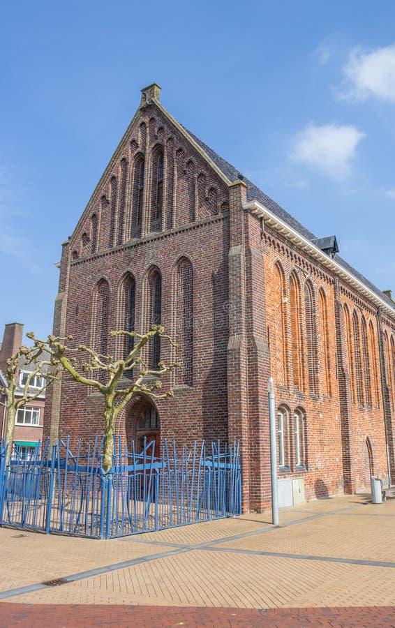 Omdanad eller Vitus kyrka på marknadsfyrkanten i Winschoten royaltyfria foton