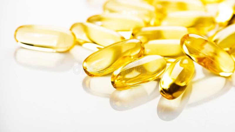 Omega 3 för fiskolja stelnar kapslar arkivbilder