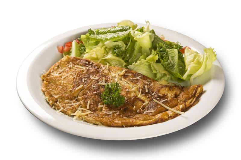 Omelet en salade stock afbeelding