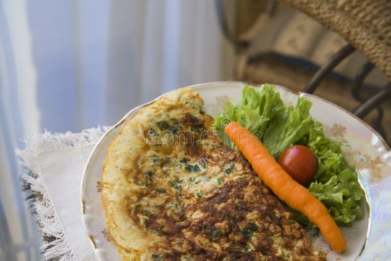 Omelet op plaat stock afbeelding
