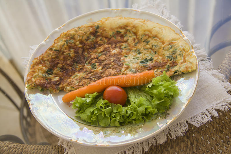 Omelet op plaat royalty-vrije stock fotografie