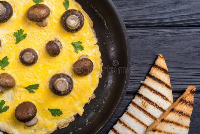 Omeleta com cogumelo imagens de stock royalty free