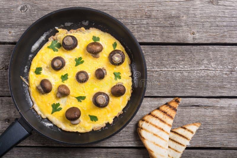 Omeleta com cogumelo fotos de stock royalty free
