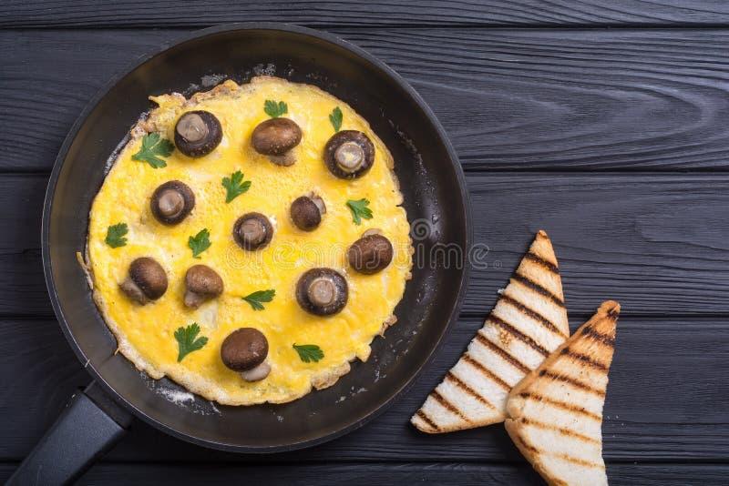 Omeleta com cogumelo imagens de stock