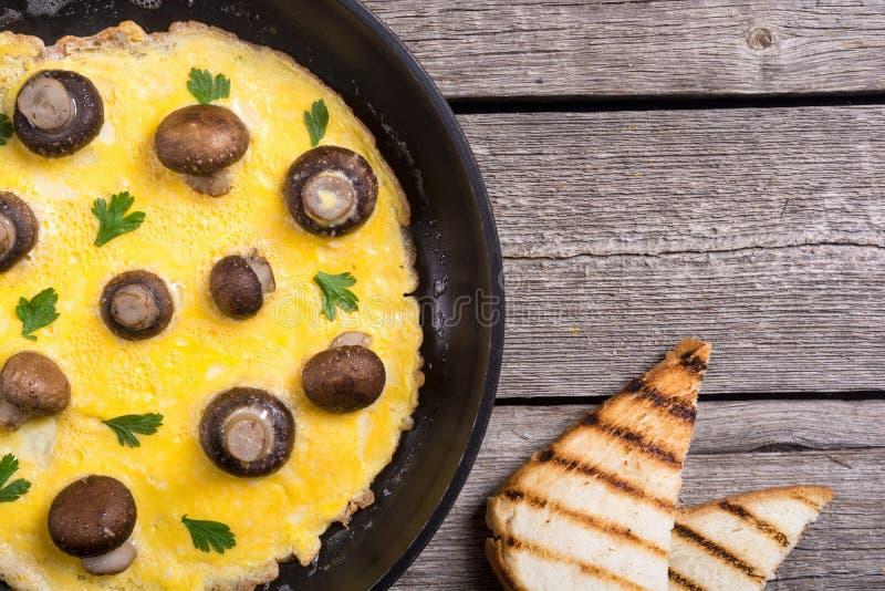 Omeleta com cogumelo fotografia de stock