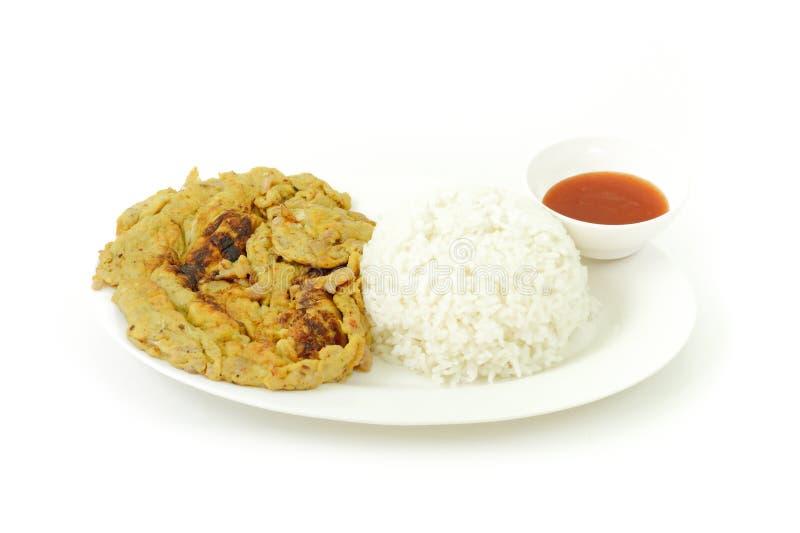 Omeleta do arroz e da carne de porco é alimento tailandês tradicional popular do estilo imagem de stock