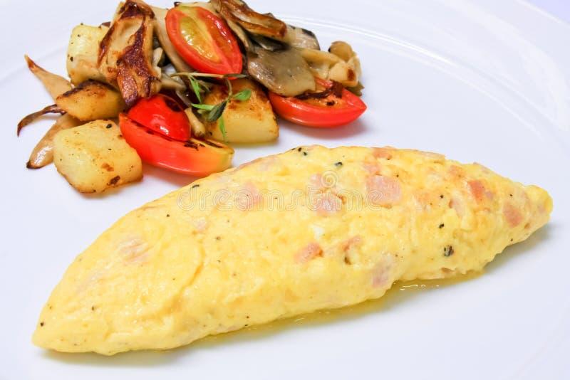 Omelett der vollständigen Eier stockfoto
