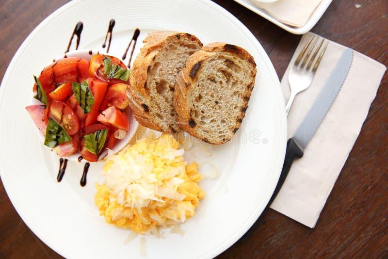 Omelett med bröd royaltyfri foto