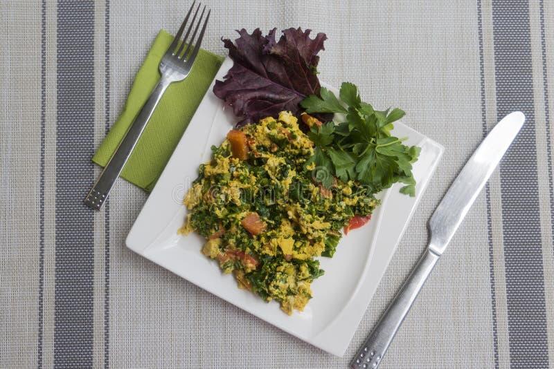 omelett med grönsaker från min trädgård arkivbild