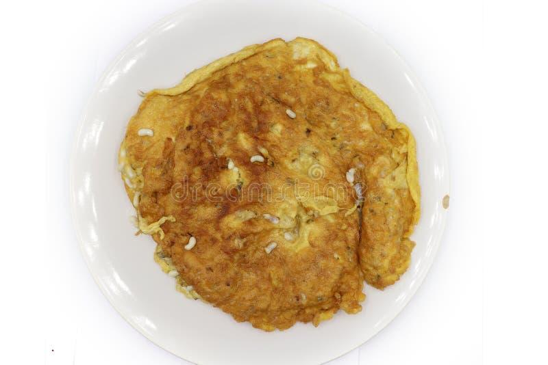 Omelett med röda myraägg: Röda myraägg lagas mat i typer av thailändsk mat royaltyfri bild