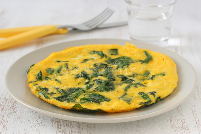 Omelett mit Spinat stockfoto