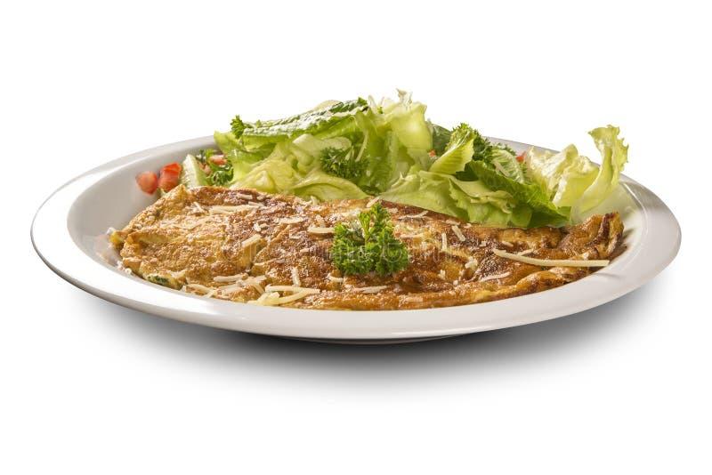 Omelett och sallad royaltyfria foton