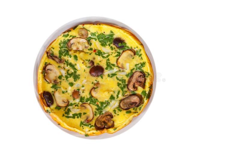 Omelette avec des champignons dans un plat Vue supérieure D'isolement photos libres de droits