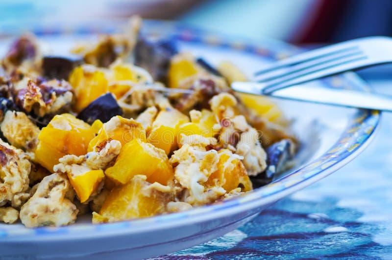 Omelette avec des légumes images libres de droits