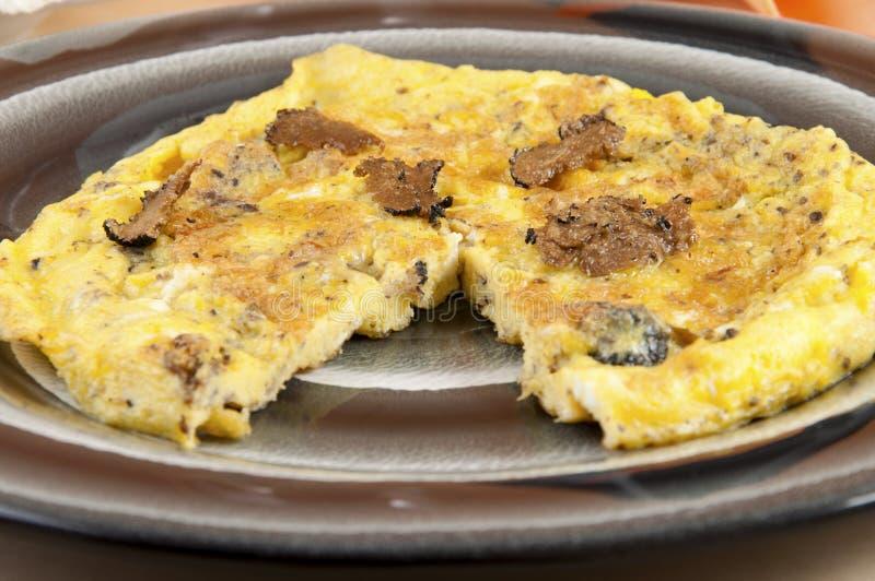 Omelette avec l'arbre de truffes photo stock