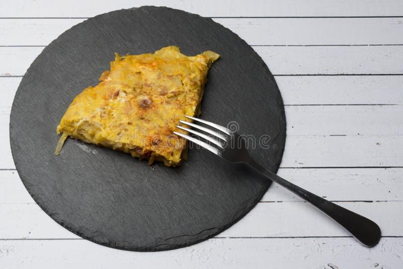 Omelette casalinga della patata con il ‹del †del ‹del †del chorizo - piatto tradizionale spagnolo fotografie stock libere da diritti