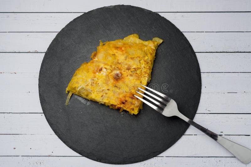 Omelette casalinga della patata con il ‹del †del ‹del †del chorizo - piatto tradizionale spagnolo immagine stock