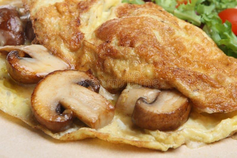 Omelette con i funghi ed il formaggio fotografie stock