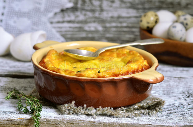 Omelette con la ricotta ed il timo fotografie stock libere da diritti