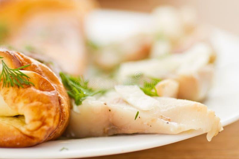 Omelette con lo scombro salato fotografia stock libera da diritti