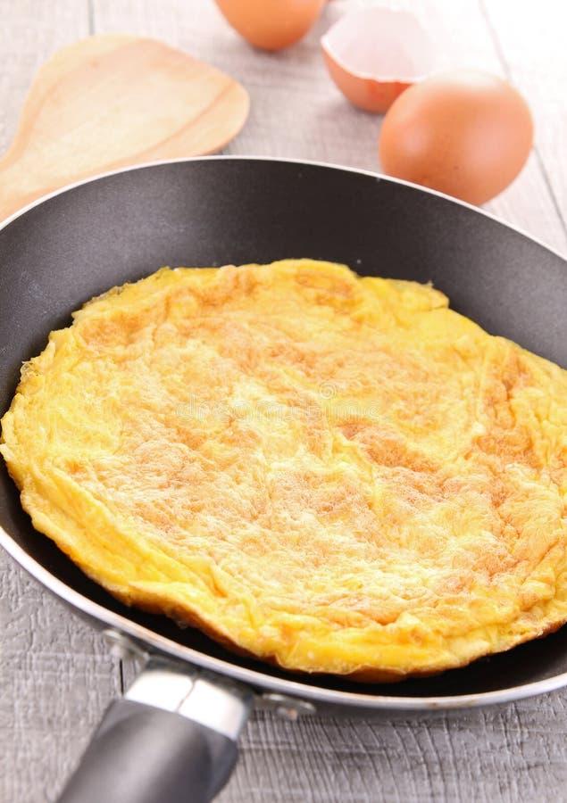 Omelette dans le carter image libre de droits