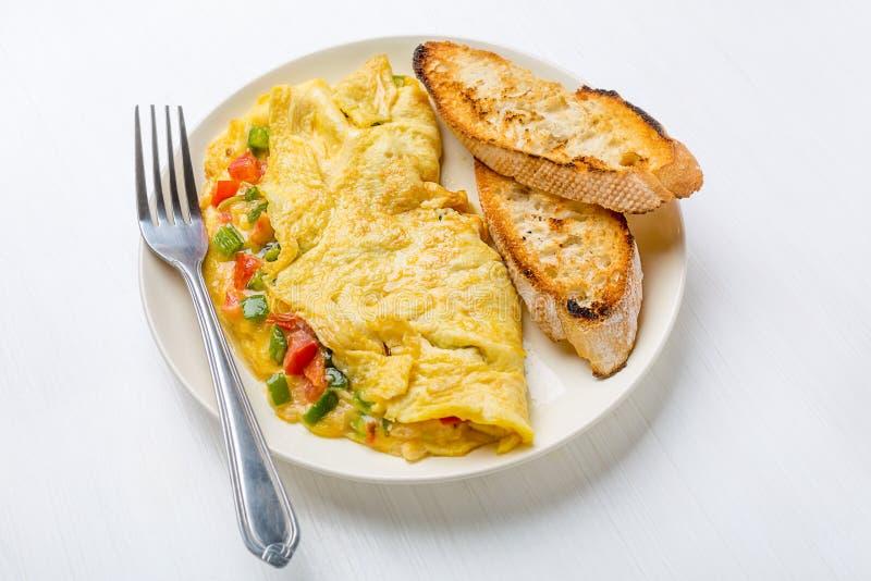 Omelette deliziosa dell'uovo con le verdure fotografia stock