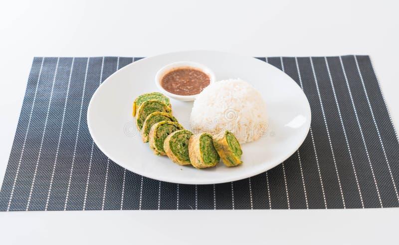 Omelette di Pennata dell'acacia con Chili Paste fotografia stock