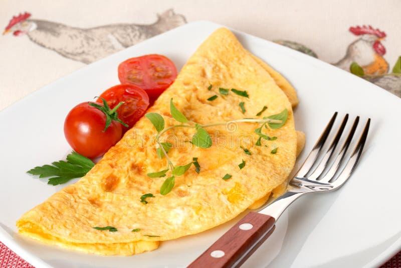 Omelette et tomates-cerises photographie stock