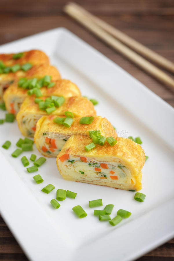 Omelette roulée par Japonais photographie stock libre de droits